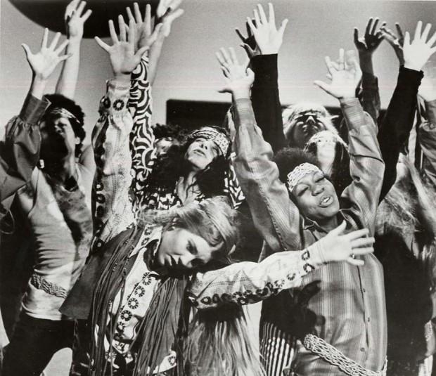 Hippies_Dancing