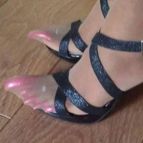 картинках в ногах нарощенные на ногти