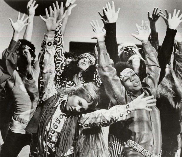 Hippies_Dancing